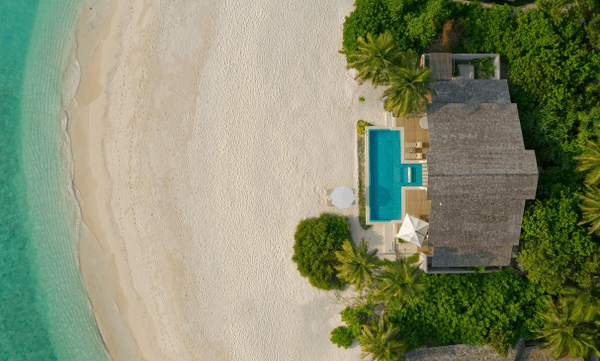 Luxury in Faarufushi's Island Residence with Pool